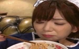邪恶gif动态图片xxoo啪啪啪动态图:美女吃方便面!
