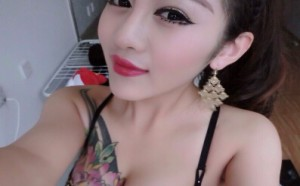 绿茶婊大胸美女大妞范慧子晒美女翘臀诱惑私房照