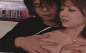 大咪咪美女邪恶内涵图:揉胸