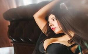 日本美女图片私房性感巨乳美女红唇艳丽女生为男生撸管图