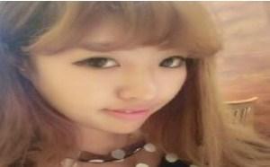 黄头发小美女自拍照rosi小莉养眼图片。
