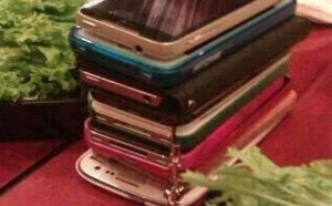 pixxx禁图:以后聚会就这样谁先动手机谁买单