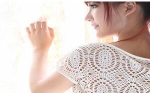 大咪咪:白色诱惑透明齐逼连衣裙PANS写真