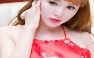 美少女:美女红色肚兜大秀写真