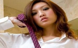 日本美女图片:爱穿男人衣服的气质美腿风情高挑