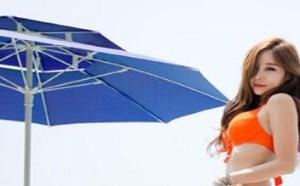 雪白的奶子:性感美女泳池边性感长腿模特橙红比基尼