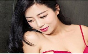 美女翘臀:红情趣内衣巨乳美女模特张译丹