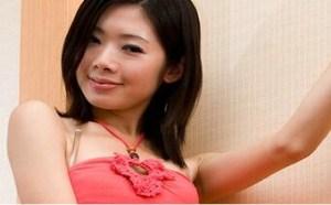 古装美女图片:红裙艳丽腿模Julia光滑大腿高跟姿势撩人