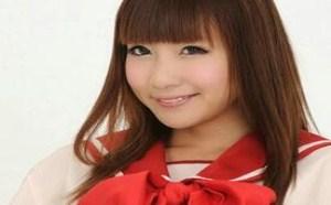 日系清纯美少女学生装美腿棚拍写真俏皮可人